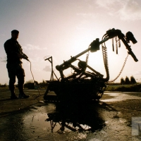 f33-bomb-disposal-army-sillhouette-remote-control